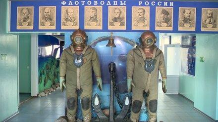 В Воронеже открыли памятный знак в честь поднявшего секретный спутник водолаза