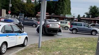 Полиция рассказала о состоянии пассажирки опрокинувшейся у воронежского ТЦ «Лады»