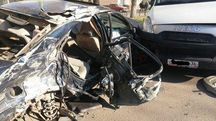 В Воронеже 23-летний водитель Volvo устроил массовое ДТП: пострадала девушка