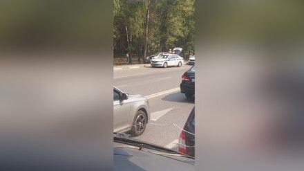 В Воронеже в ДТП со врезавшейся в дерево машиной пострадала женщина