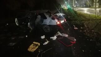 В Воронеже автомобилист сбежал с места жёсткого ДТП с перевернувшейся легковушкой