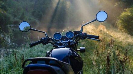 Подросток на мотоцикле врезался в дерево и попал в больницу в Воронежской области