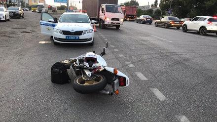 Два человека пострадали при столкновении мотоцикла и легковушки под Воронежем