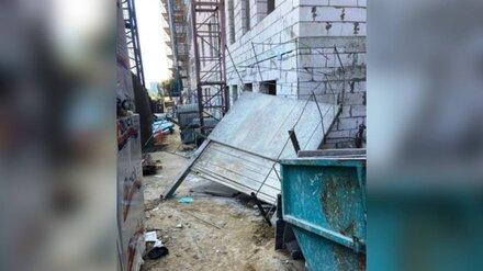 В Воронеже убившая строителя конструкция рухнула с 20-метровой высоты: появились фото с места