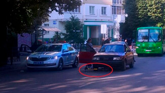 В центре Воронежа Audi сбила подростка на электросамокате