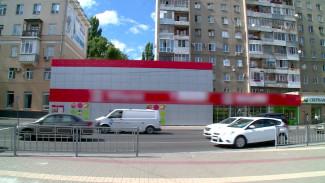 Владельцам магазина в центре Воронежа не удалось отстоять похожий на мавзолей фасад