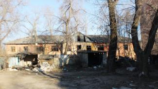 Воронежцы пожаловались на опасное соседство с заброшенным кварталом на улице Ленинградской