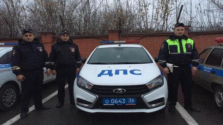 В Воронеже полицейские догнали троллейбус, чтобы вернуть старушке сумку