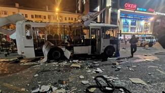Момент взрыва маршрутки в центре Воронежа записали камеры