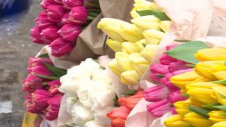 Тюльпаны без резинок и розы из Эквадора. Воронеж накануне 8 марта превратился в цветник