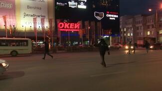 В Воронеже пешеходы-нарушители сбежали от полиции прямо во время рейда