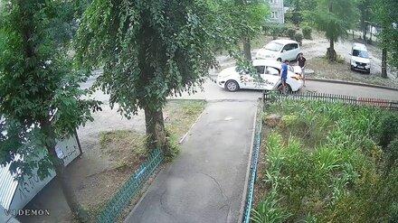 «Ситимобил» отстранил от работы укравшего люки таксиста в Воронеже