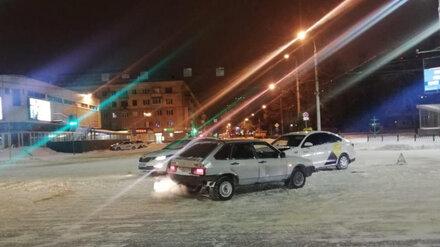 В ДТП в центре Воронежа пострадали таксист и его пассажир