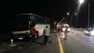 В страшном ДТП с 2 пассажирскими автобусами под Воронежем двое погибли и 19 пострадали