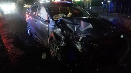 Переходящий дорогу на красный пешеход спровоцировал аварию в Воронежской области
