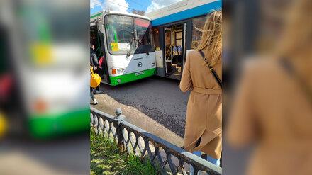 Пассажирка пострадала при столкновении двух маршруток в Воронеже