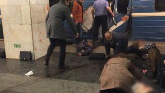 СМИ: В результате взрыва в метро Петербурга погибли 10 человек