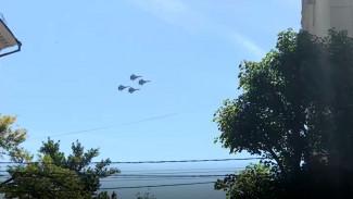 Четыре истребителя в небе над Воронежем испугали горожан