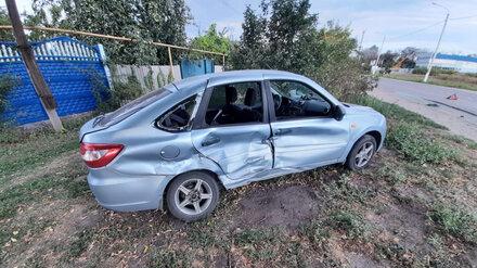 Двое водителей пострадали в ДТП с легковушками в Воронежской области