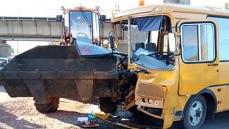 Число пострадавших в ДТП со школьным автобусом в Воронежской области возросло до 8
