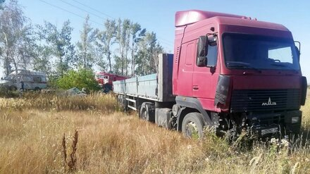 Под Воронежем фура снесла остановившуюся на трассе иномарку: погиб водитель