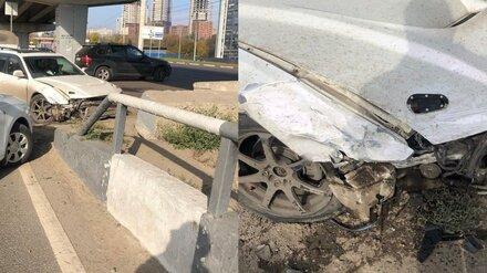 Пожилой автомобилист врезался в иномарку под Северным мостом в Воронеже