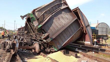 В Воронежской области сошли с рельсов два грузовых вагона с зерном