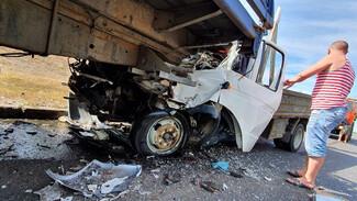 Воронежцы сообщили о жуткой аварии с 2 грузовиками