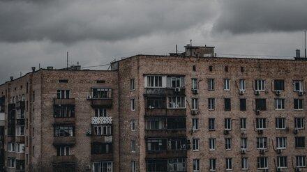 СК установил личность умершего у пятиэтажки в центре Воронежа мужчины