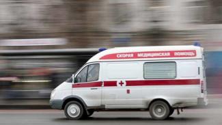 В Воронеже легковушка влетела в стоящую на обочине «Газель»: пострадал водитель