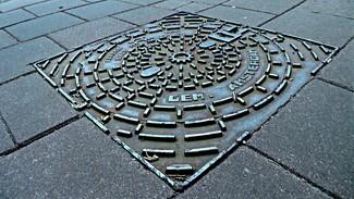 На улицах Воронежа появятся дизайнерские канализационные люки