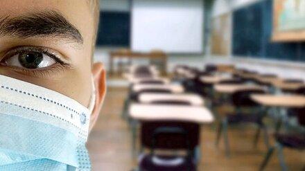 Директор воронежской школы получила крупный штраф после 6 случаев коронавируса