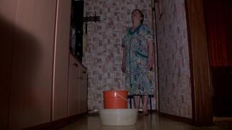 «Хлестало из светильников». Жуткий ливень затопил квартиры в старой многоэтажке в Воронеже