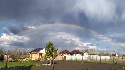 Небо под Воронежем украсила двойная радуга