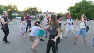 Воронежцы вышли на танцевальную прогулку