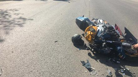 Под Воронежем 24-летний мотоциклист на Honda разбился в ДТП с кроссовером