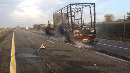 На трассе М-4 «Дон» в Воронежской области вспыхнул прицеп с бытовой химией
