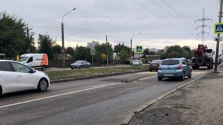В Воронеже на проезжей части провалился асфальт
