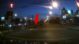 Воронежец решил отжаться на пешеходном переходе и попал на видео