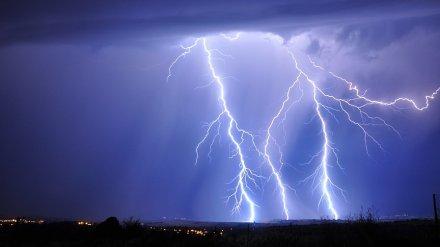 К мягкой зиме? Метеоролог объяснил редкие в Воронеже октябрьские грозы с молниями