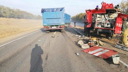 В Воронежской области грузовик врезался в пожарную машину