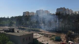 На стройплощадке в Воронеже произошёл пожар: появилось видео