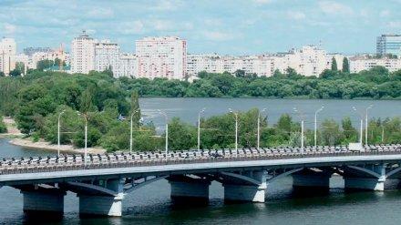 Воронежцы спасли девушку от смертельного прыжка с Чернавского моста