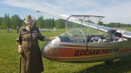 Воевавшая за Воронеж 99-летняя «железная бабушка» полетала на планере