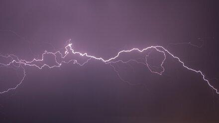 Молния пробила крышу двухэтажки в Воронеже