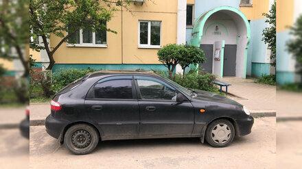 В Воронеже неизвестный устроил прыжки по чужим авто