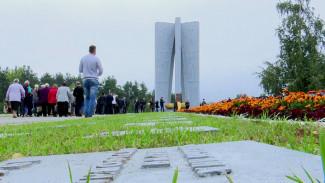 В Воронеже пожаловались на водителей квадроциклов, облюбовавших мемориальный комплекс