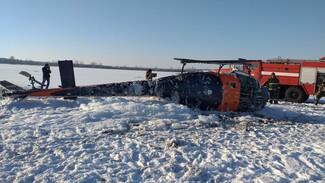 МЧС показало первые фото с места падения вертолёта под Воронежем