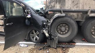 Полиция установила личности погибших в ДТП с грузовиком в Воронежской области