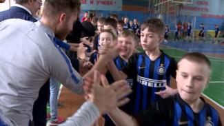 Итальянские тренеры устроили в Воронеже футбольный матч для детей из интернатов